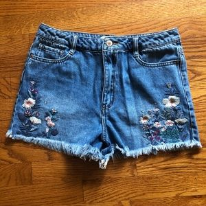 Forever 21 blue jean floral embroidered Shorts 28